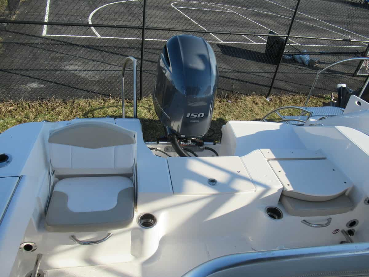 NEW 2018 Robalo R200 Center Console - Long Island, NY Boat Dealer | Boat Sales & Rentals