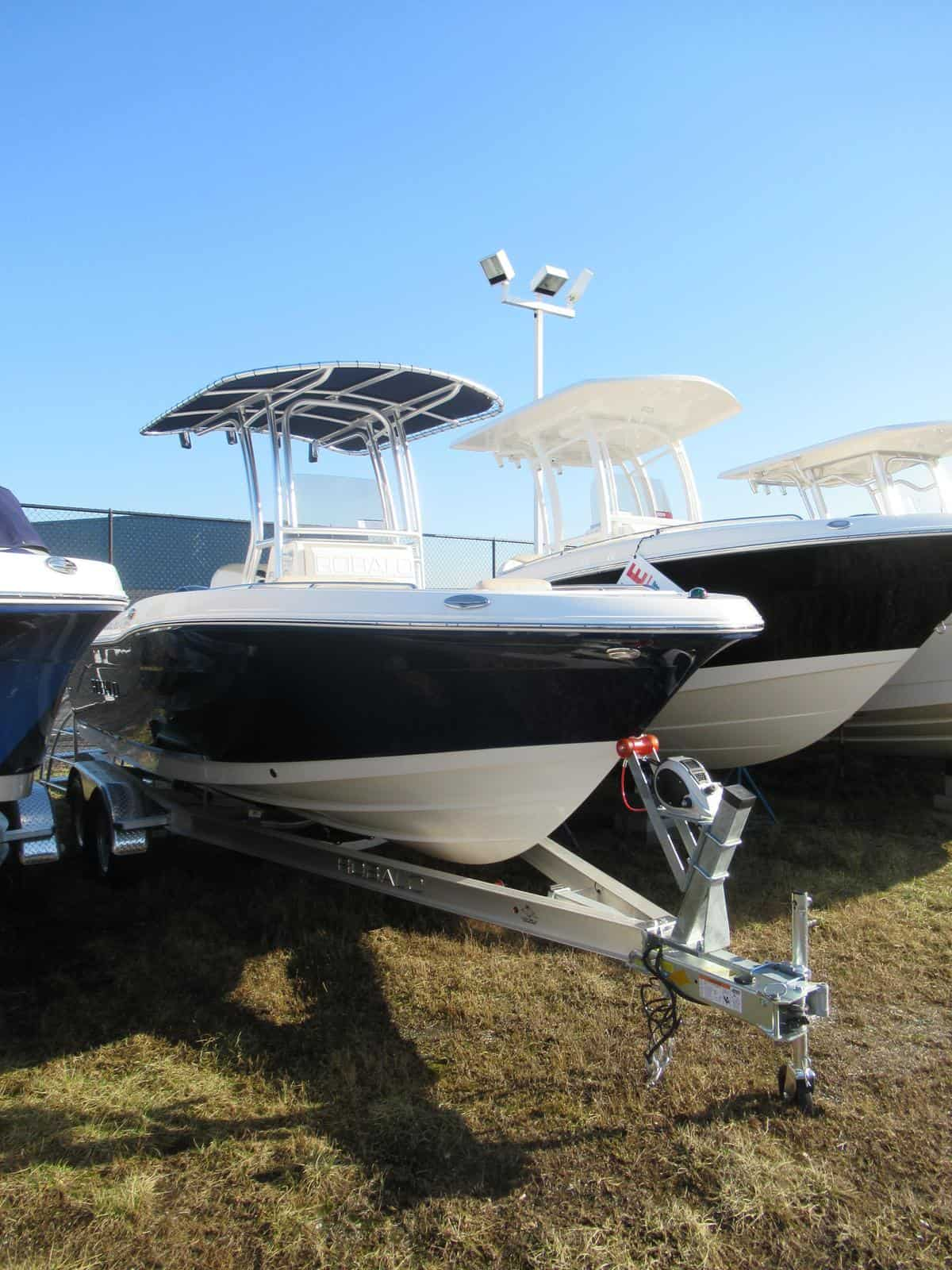 NEW 2018 Robalo R200 Center Console - Great Bay Marine