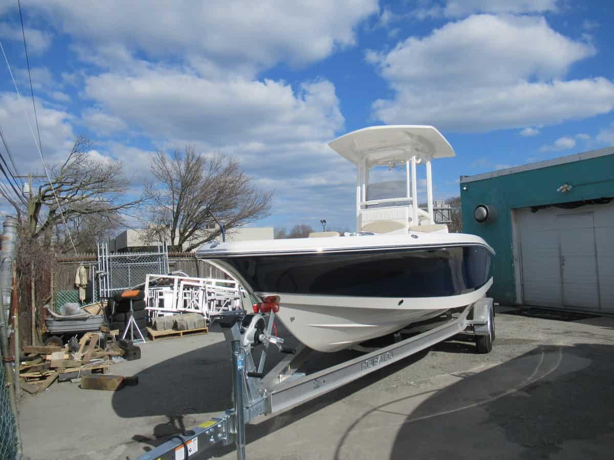 NEW 2018 Robalo R246 Cayman - Long Island, NY Boat Dealer | Boat Sales & Rentals