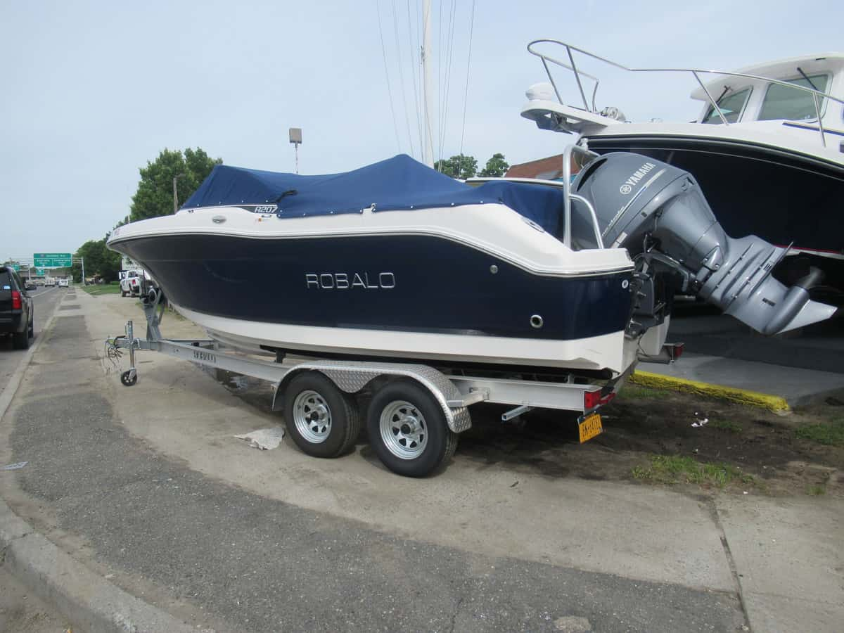 USED 2017 Robalo R207 - Long Island, NY Boat Dealer | Boat Sales & Rentals