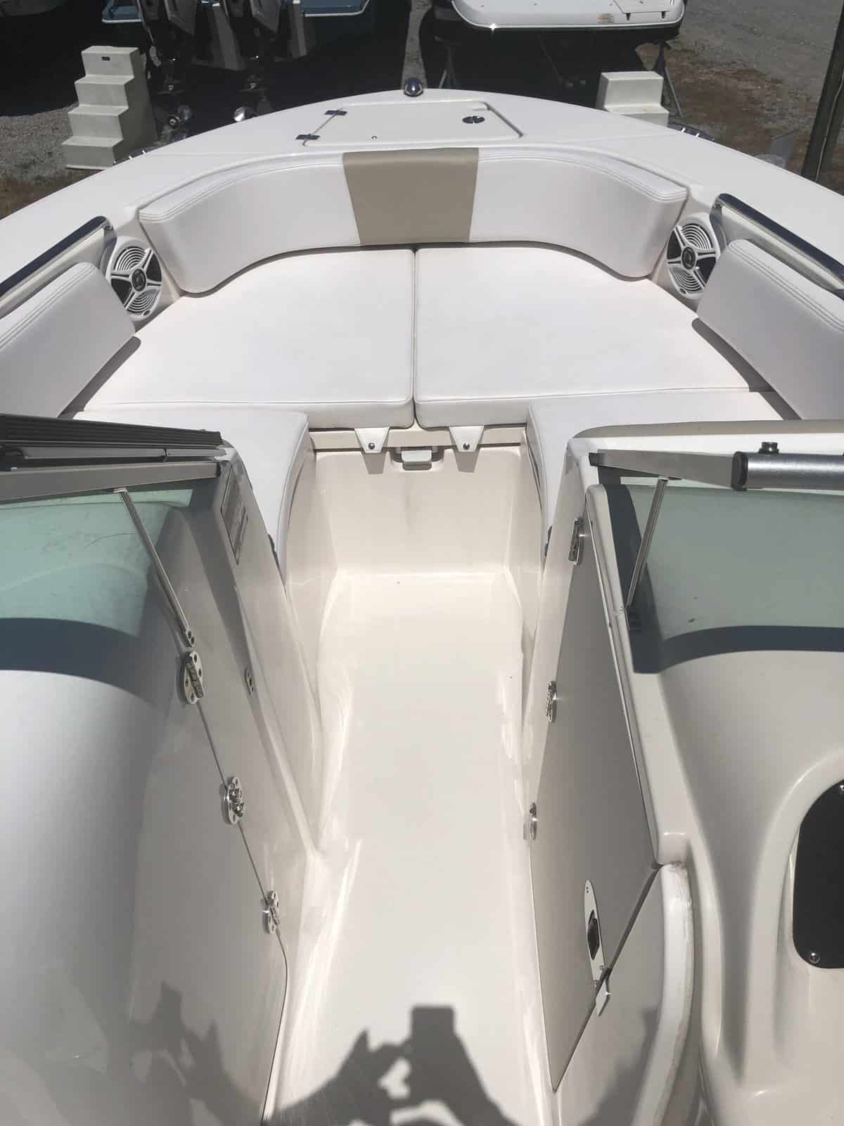 NEW 2018 Robalo R207 - Long Island, NY Boat Dealer | Boat Sales & Rentals