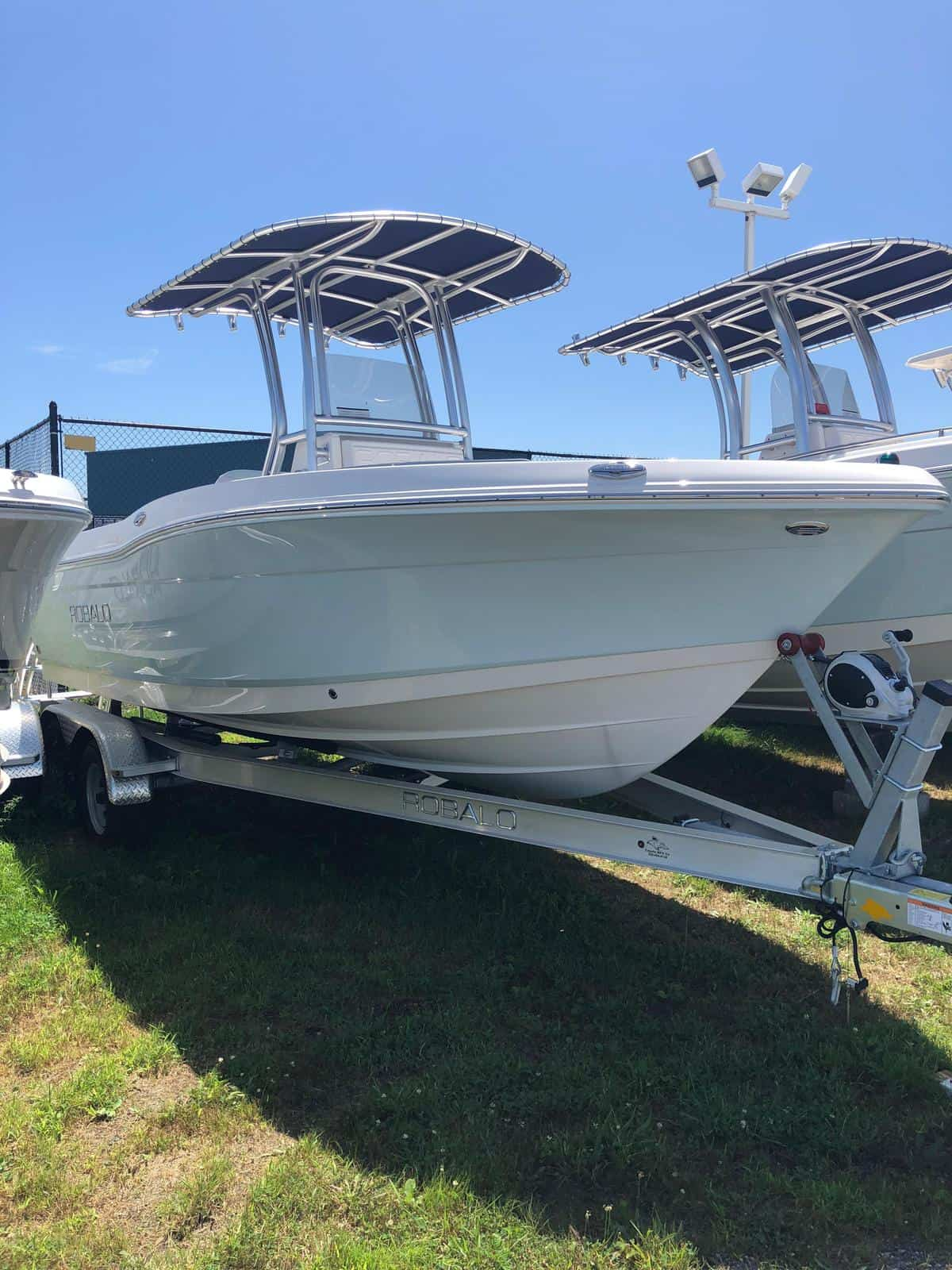 NEW 2018 Robalo R200 - Long Island, NY Boat Dealer | Boat Sales & Rentals