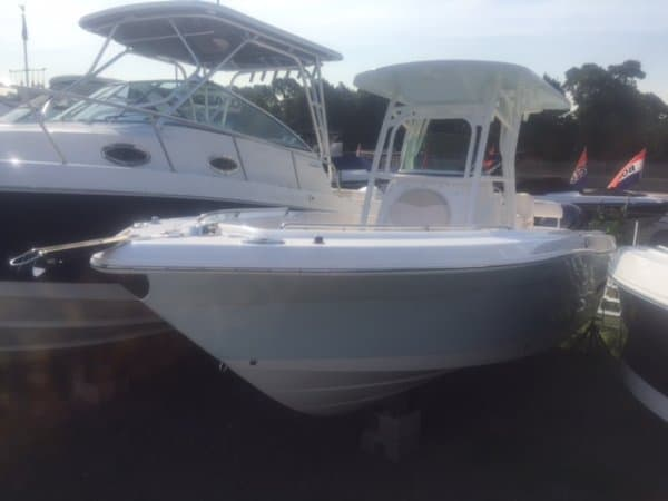 NEW 2017 Robalo R260 - Great Bay Marine