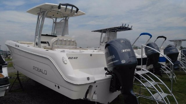 NEW 2017 Robalo R242 CC - Long Island, NY Boat Dealer | Boat Sales & Rentals