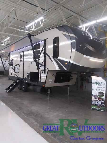 NEW 2021 Flagstaff 524BBS