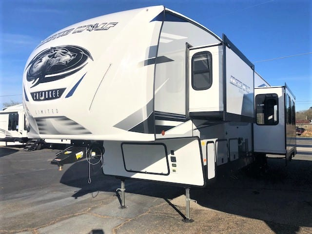 NEW 2021 Forest River Arctic Wolf 3770 SUITE