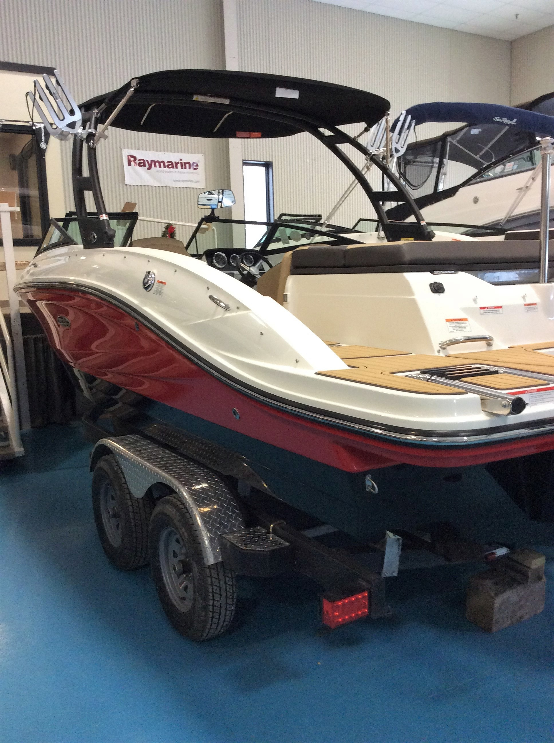 NEW 2019 Sea Ray SPX 210 OB - Hutchinson's Boat Works