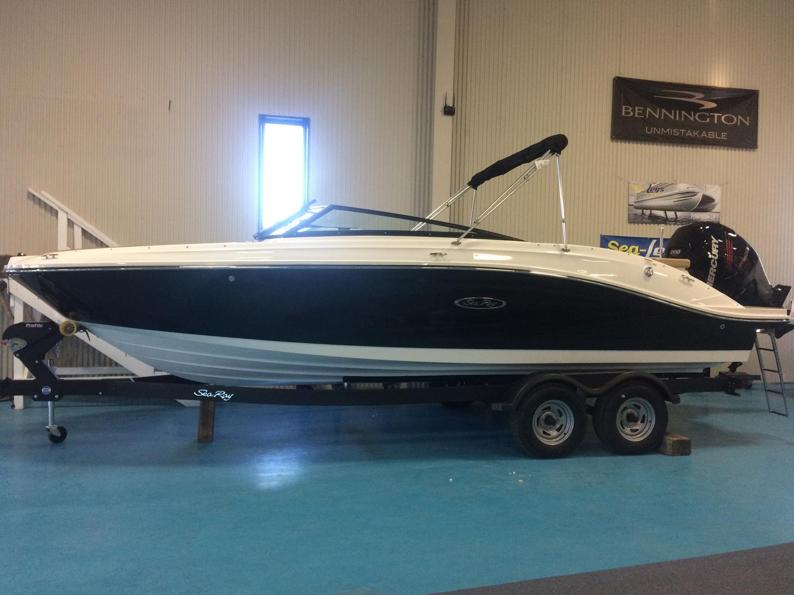 NEW 2018 Sea Ray 230 SPO - Hutchinson's Boat Works