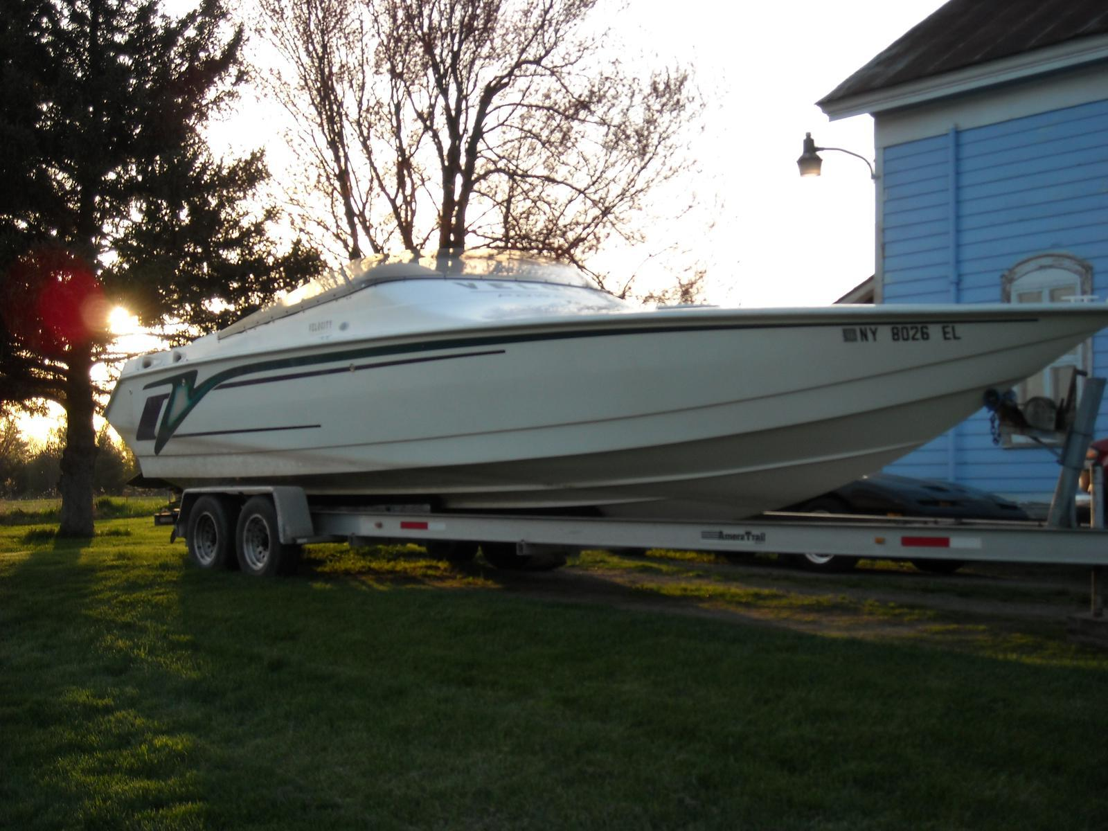 USED 1999 Velocity Powerboats 32 - Hutchinson's Boat Works