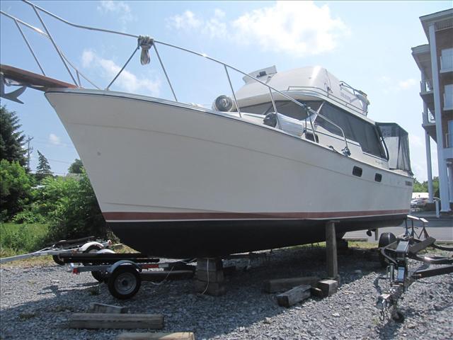 USED 1983 Bayliner 3270 Bayliner - Hutchinson's Boat Works