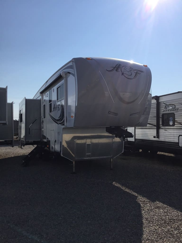 2019 NORTHWOOD 28-5C ARCTIC FOX