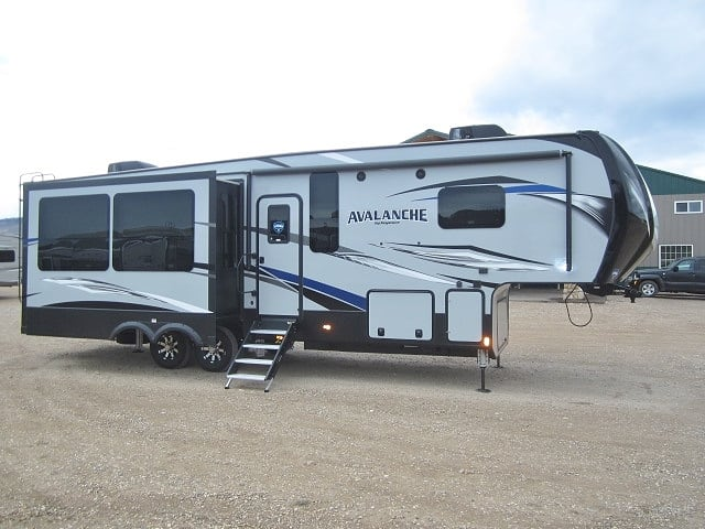 NEW 2019 KEYSTONE AVALANCHE 320RS - Jack's Campers