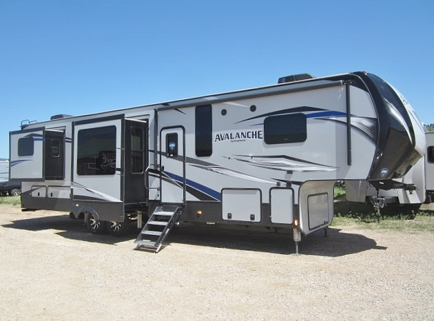 NEW 2019 KEYSTONE AVALANCHE 375RD - Jack's Campers