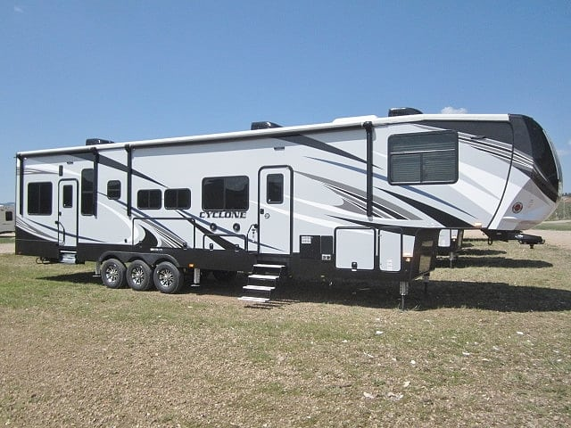 NEW 2019 HEARTLAND CYCLONE 4115 - Jack's Campers