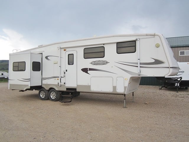 USED 2007 KEYSTONE MONTANA MOUNTAINEER 327RLT - Jack's Campers