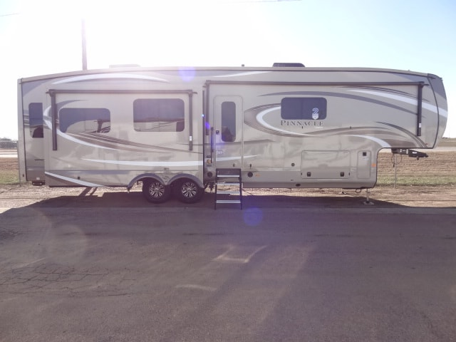 NEW 2019 JAYCO PINNACLE 36FBTS - Jack's Campers