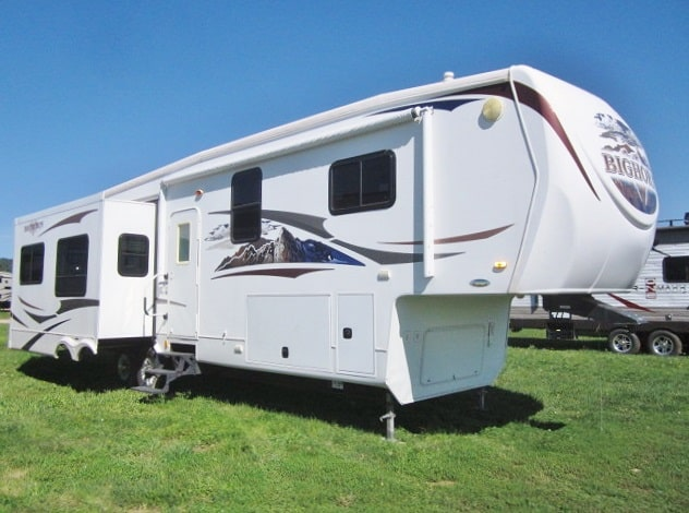 USED 2010 HEARTLAND BIG HORN 3410RE