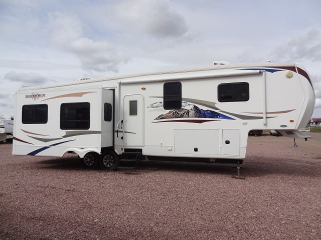 USED 2010 Heartland BIG HORN 3410RE - Jack's Campers