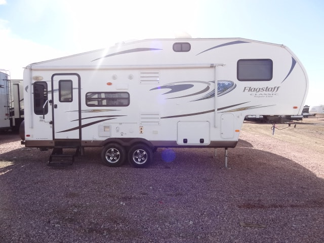 USED 2014 FOREST RIVER FLAGSTAFF SUPER LITE 26WFKS - Jack's Campers