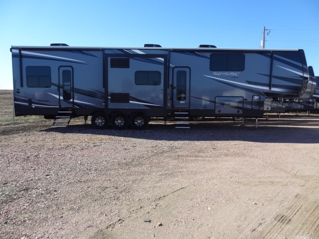 NEW 2019 JAYCO SEISMIC 4250 - Jack's Campers