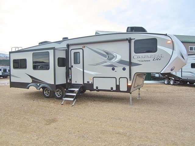 NEW 2019 FOREST RIVER COACHMEN CHAPARRAL LITE 30RLS - Jack's Campers