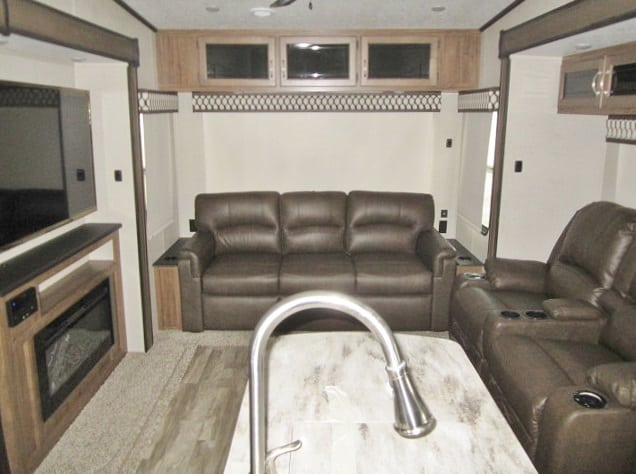 NEW 2019 FOREST RIVER CHAPARRAL 298RLS - Jack's Campers
