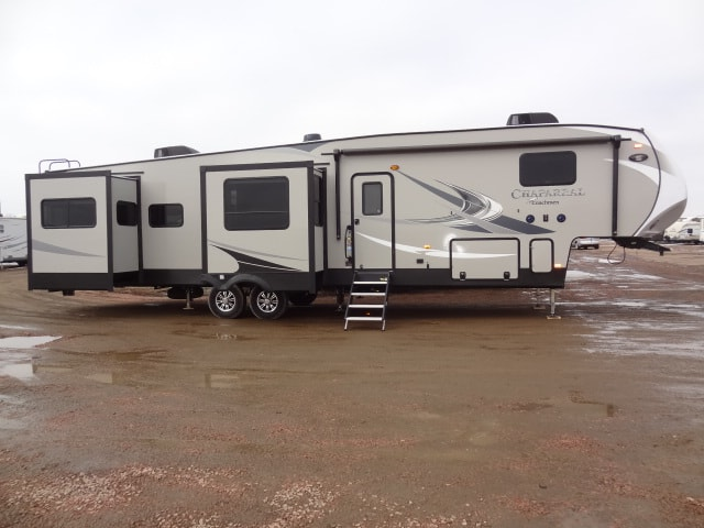 NEW 2019 FOREST RIVER CHAPARRAL 381RD - Jack's Campers