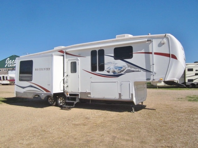 USED 2008 HEARTLAND BIG COUNTRY 3250TS