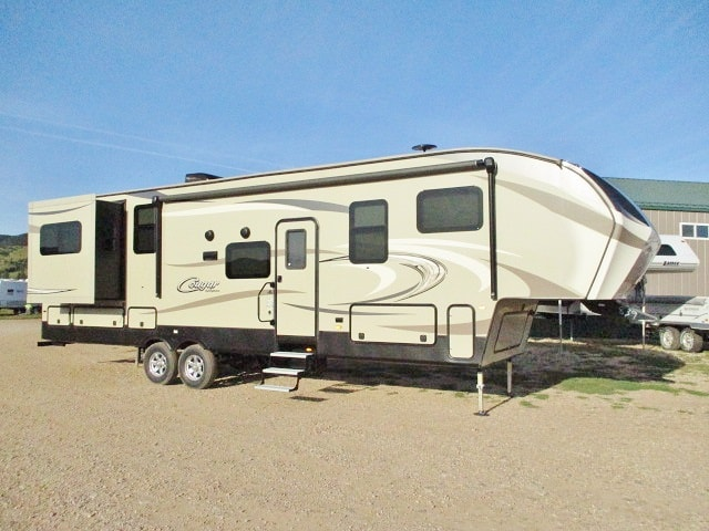 USED 2018 KEYSTONE COUGAR 326RDS