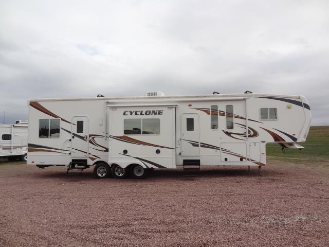 USED 2011 HEARTLAND CYCLONE 3850 - Jack's Campers