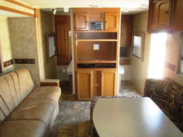 USED 2011 GULFSTREAM STREAM-LITE 28QBD - Jack's Campers