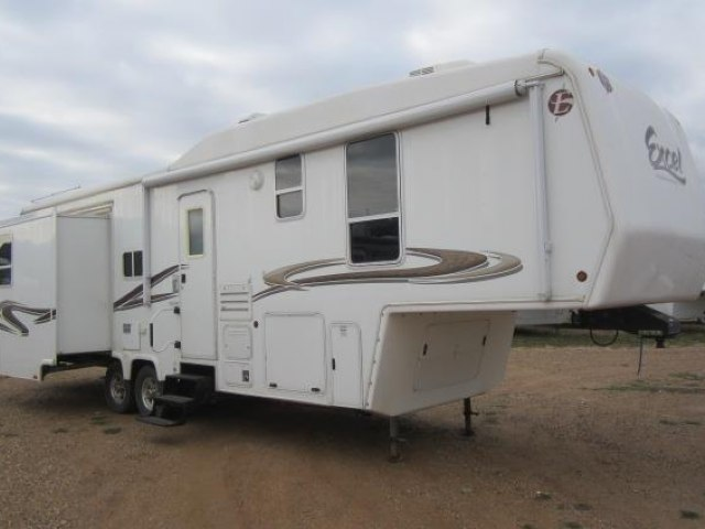 USED 2005 PETERSEN INDUSTRIES EXCEL L33RDO - Jack's Campers