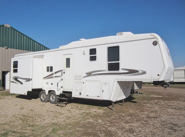 USED 2005 PETERSON INDUSTRIES EXCEL L33RDO - Jack's Campers