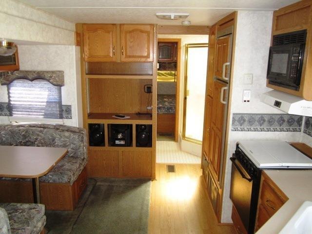 USED 2002 KEYSTONE MONTANA MOUNTAINEER 315RLS - Jack's Campers