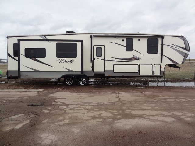 NEW 2017 CROSSROADS VOLANTE 380MD - Jack's Campers
