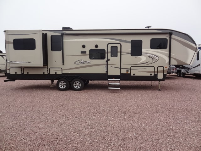 NEW 2017 KEYSTONE COUGAR 326RDS - Jack's Campers