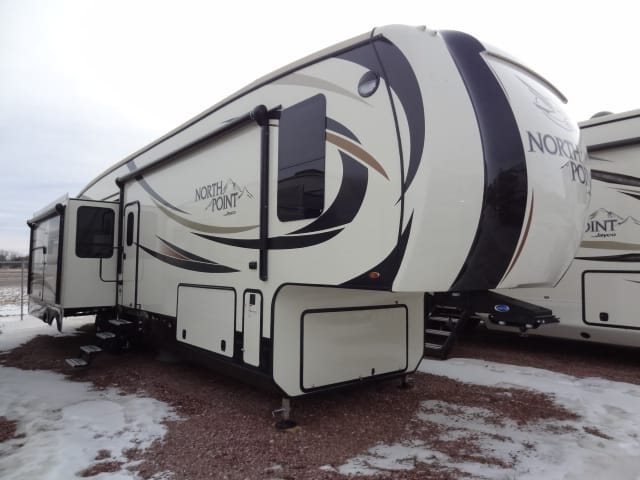 USED 2017 JAYCO, INC. NORTH POINT 351RSQS - Jack's Campers