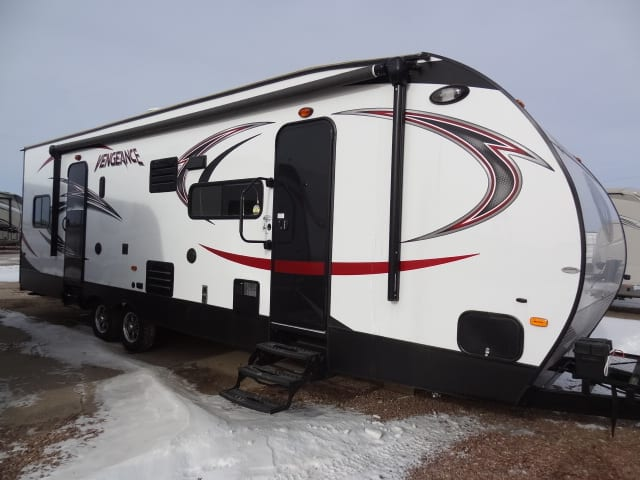 USED 2015 FOREST RIVER VENGEANCE 29 V - Jack's Campers