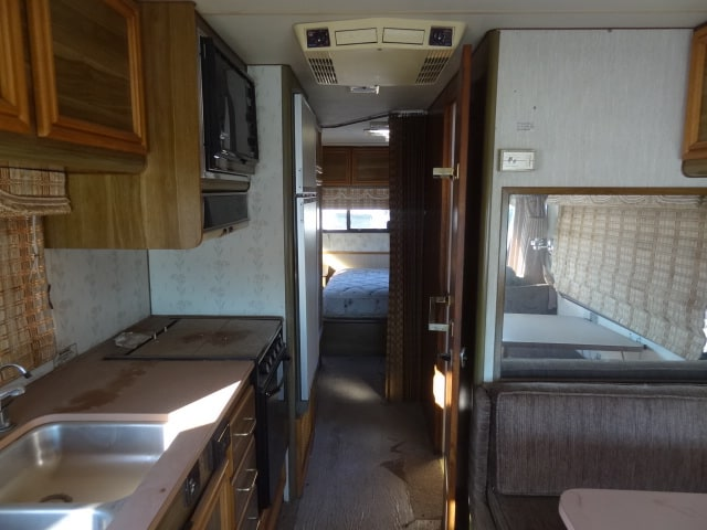 USED 1989 Fleetwood BOUNDER 27D | Piedmont, SD