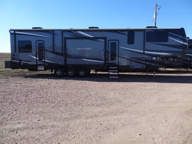 USED 2018 JAYCO SEISMIC 4212 - Jack's Campers