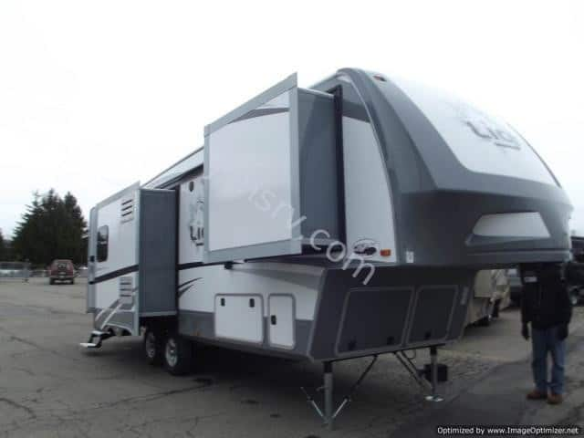 NEW 2017 HIGHLAND RIDGE OPEN RANGE LIGHT 268TS