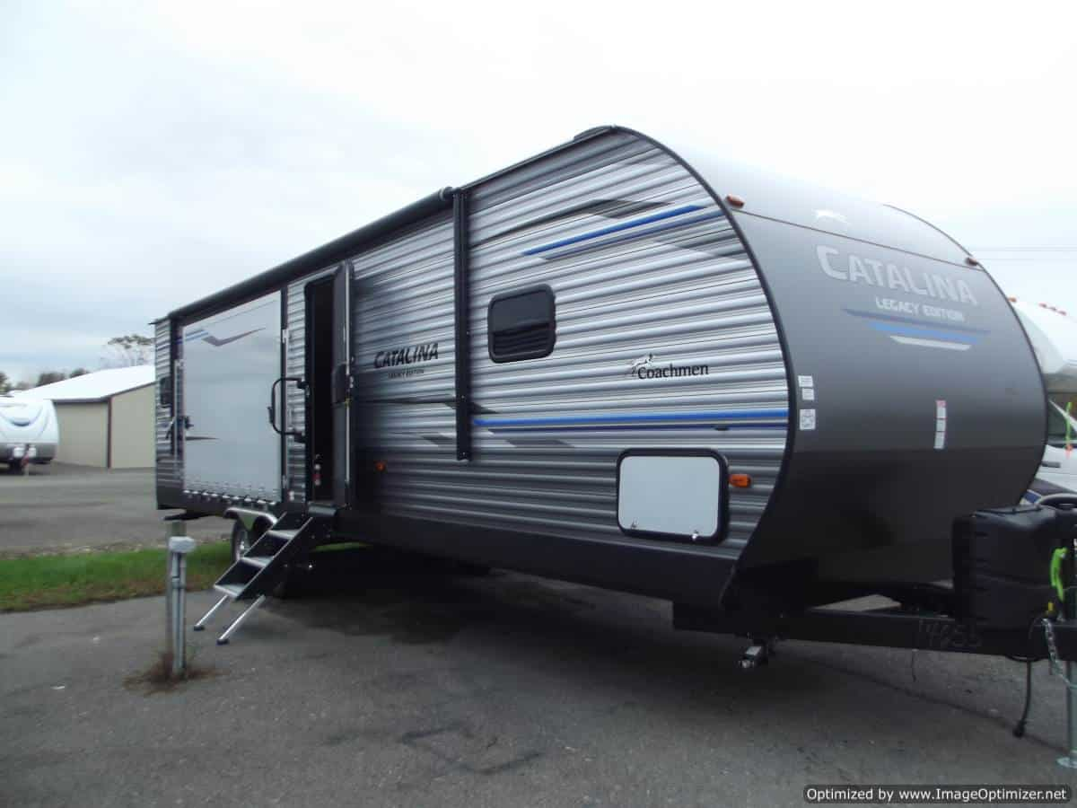 NEW 2019 FOREST RIVER COACHMEN CATALINA 303RKPLE