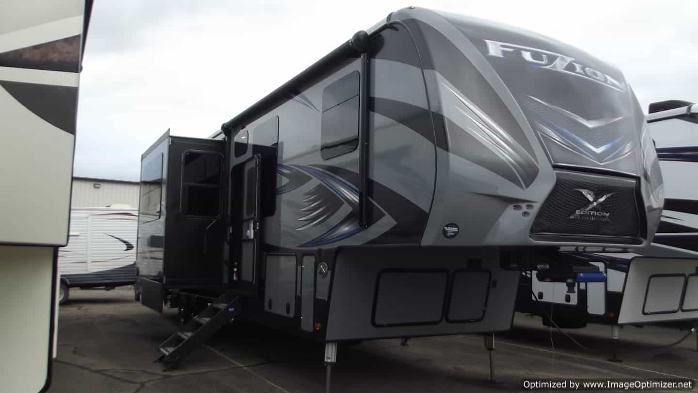 NEW 2018 KEYSTONE RV FUZION 371