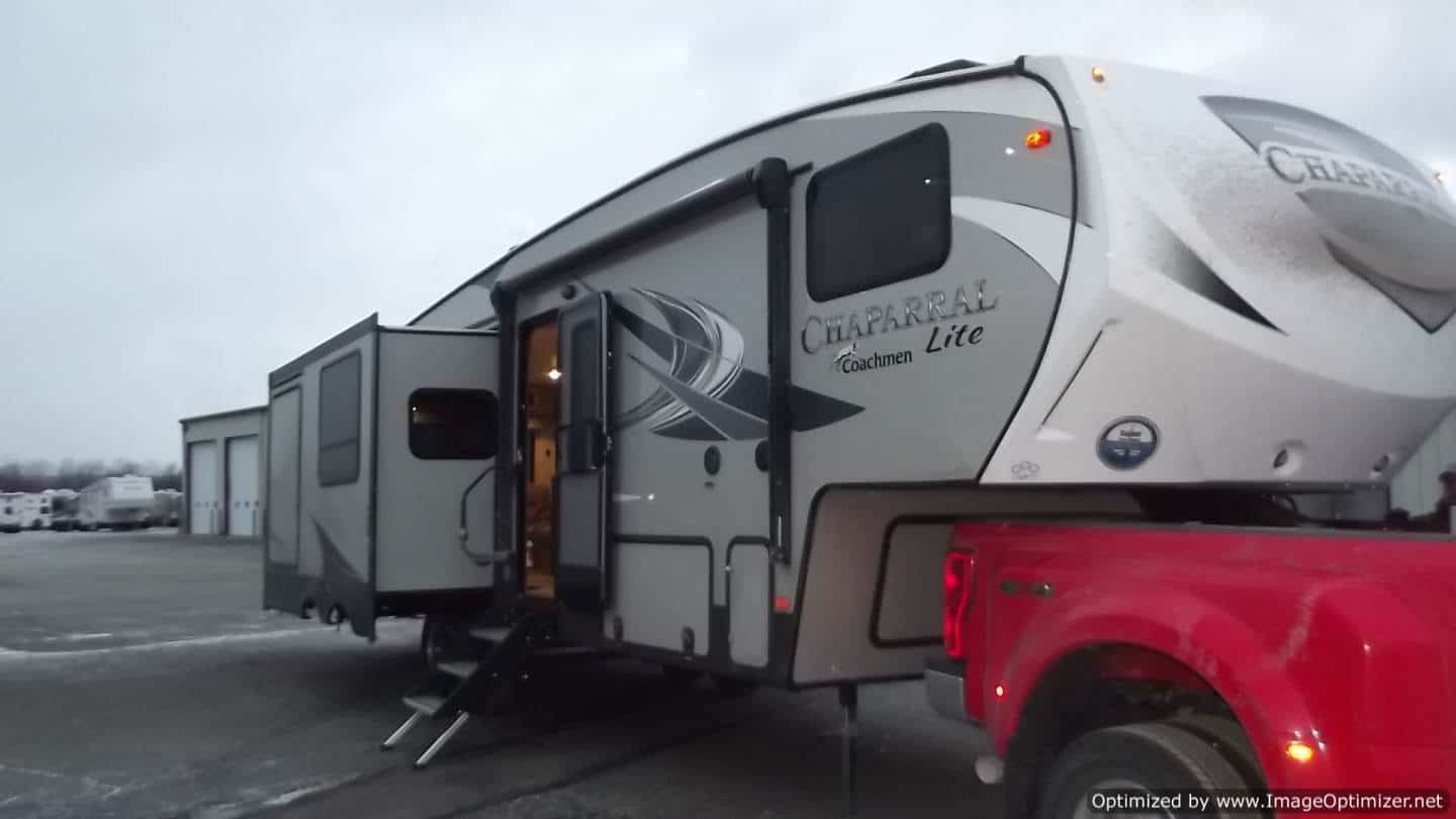NEW 2019 FOREST RIVER COACHMEN CHAPARRAL 285RLS
