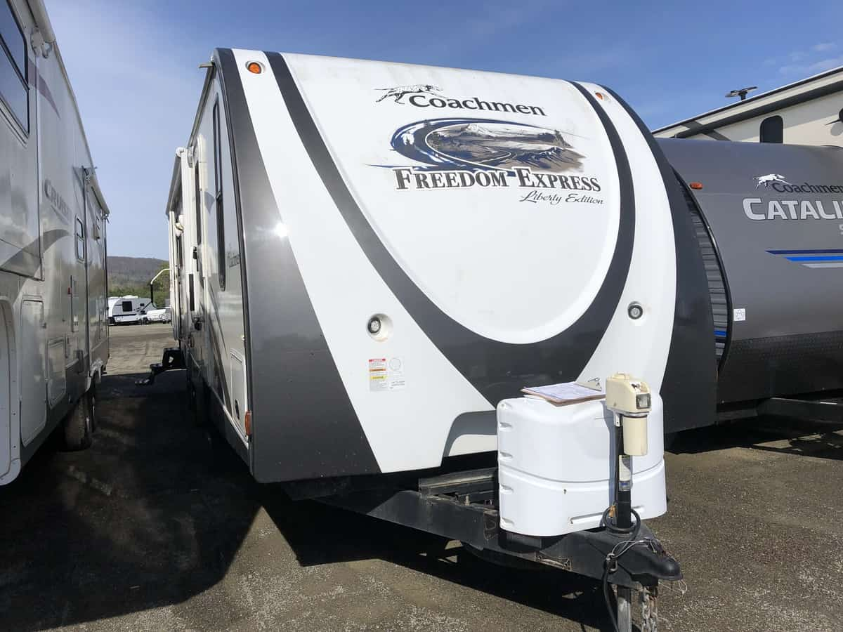USED 2013 FOREST RIVER COACHMEN FREEDOM EXPRESS 297RLDS LIBERTY EDITION