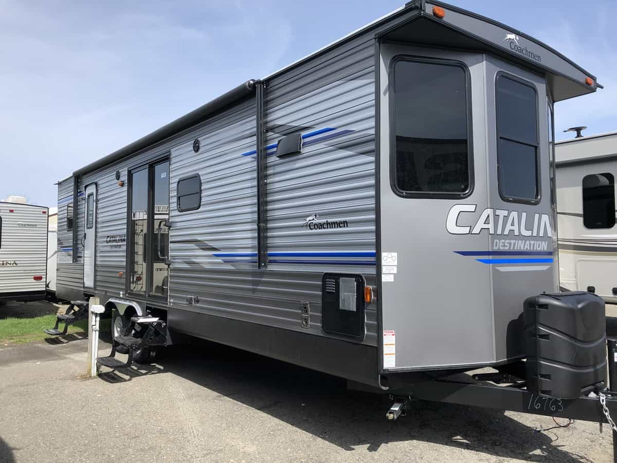 NEW 2020 FOREST RIVER COACHMEN CATALINA 33FKDS