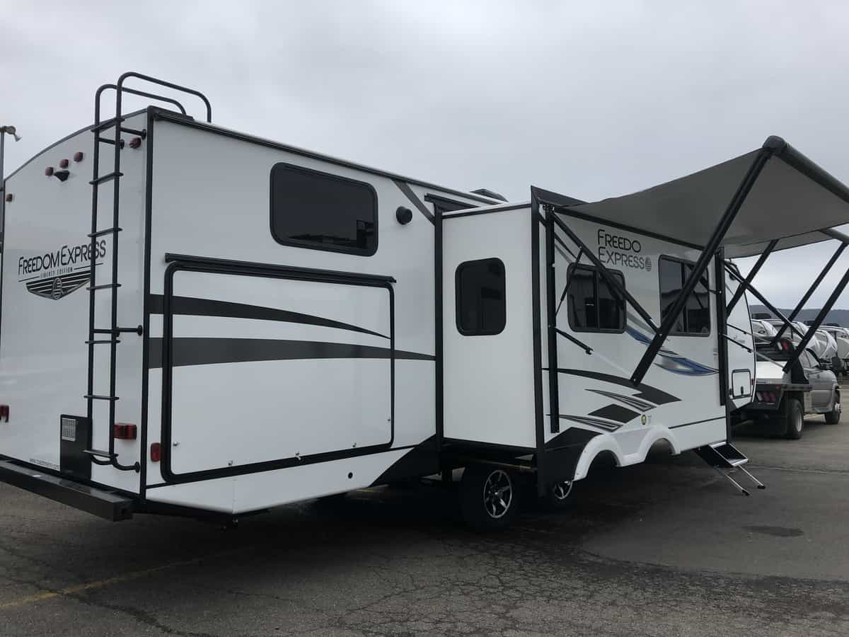 NEW 2020 FOREST RIVER COACHMEN FREEDOM EXPRESS 326BHDSLE