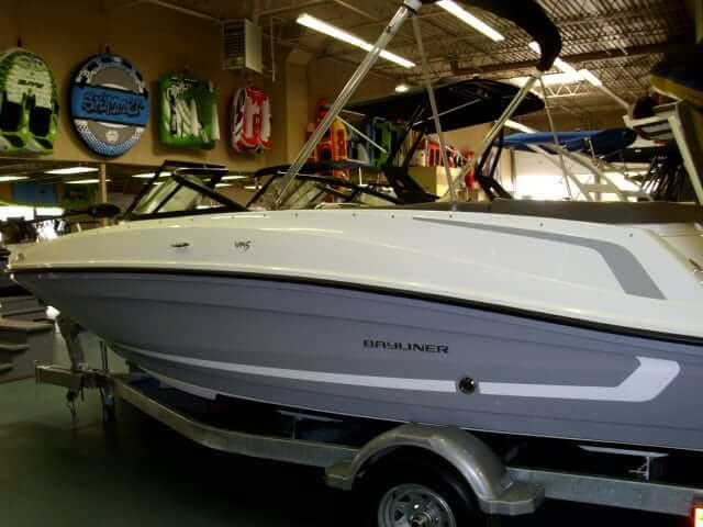 NEW 2018 Bayliner VR5 Fish and Ski - Lighthouse Marine