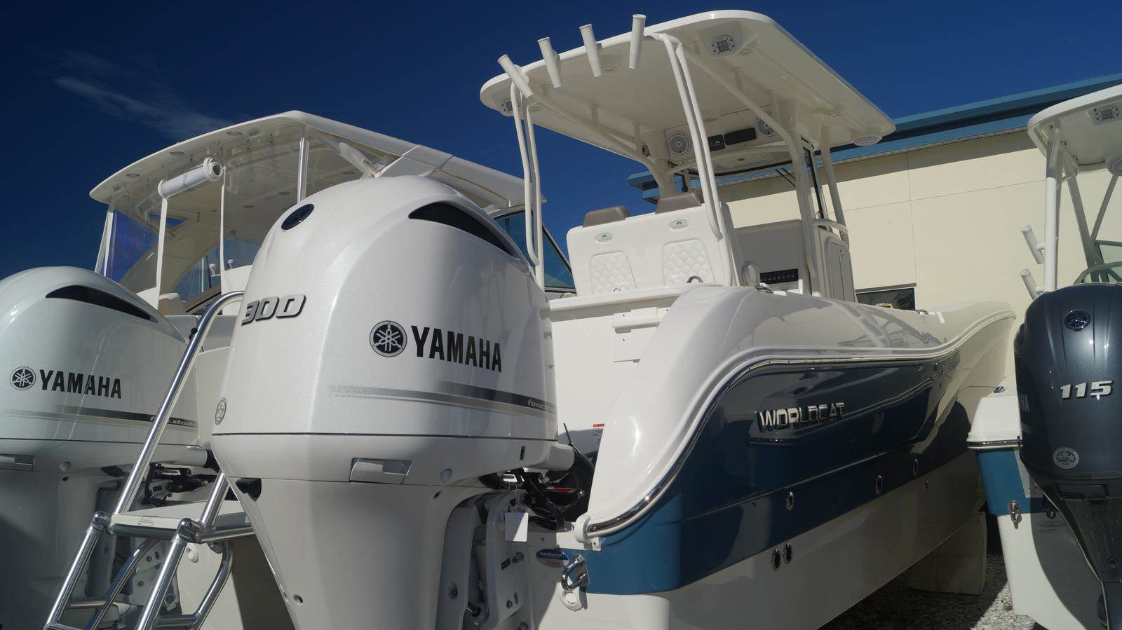 NEW 2019 World Cat 295CC Center Console - Sara Bay Marina