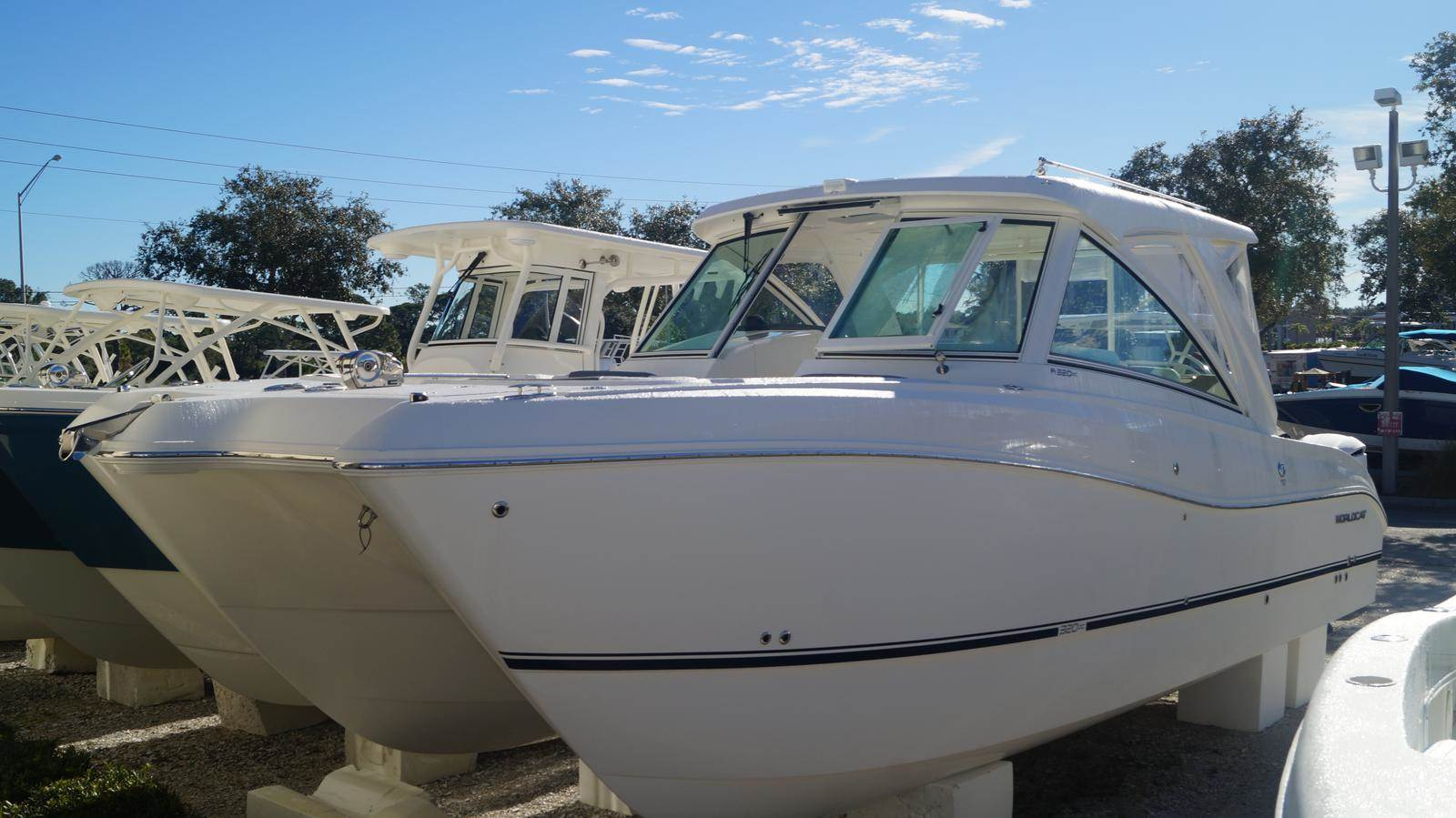 NEW 2019 World Cat 320DC Dual Console - Sara Bay Marina